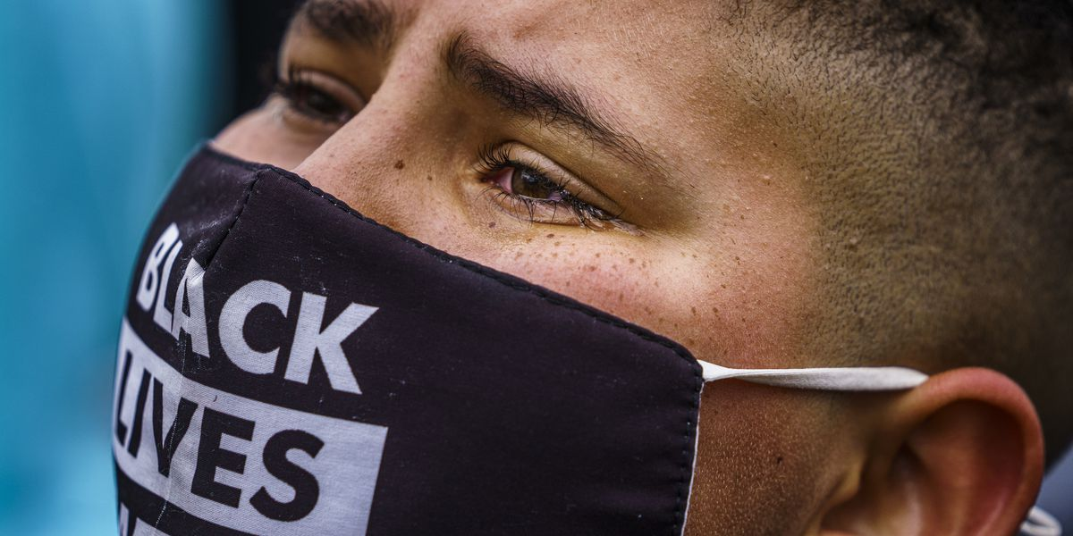 GRAPHIC: Protest after chief says officer meant to use Taser, not gun in fatal Minn. encounter