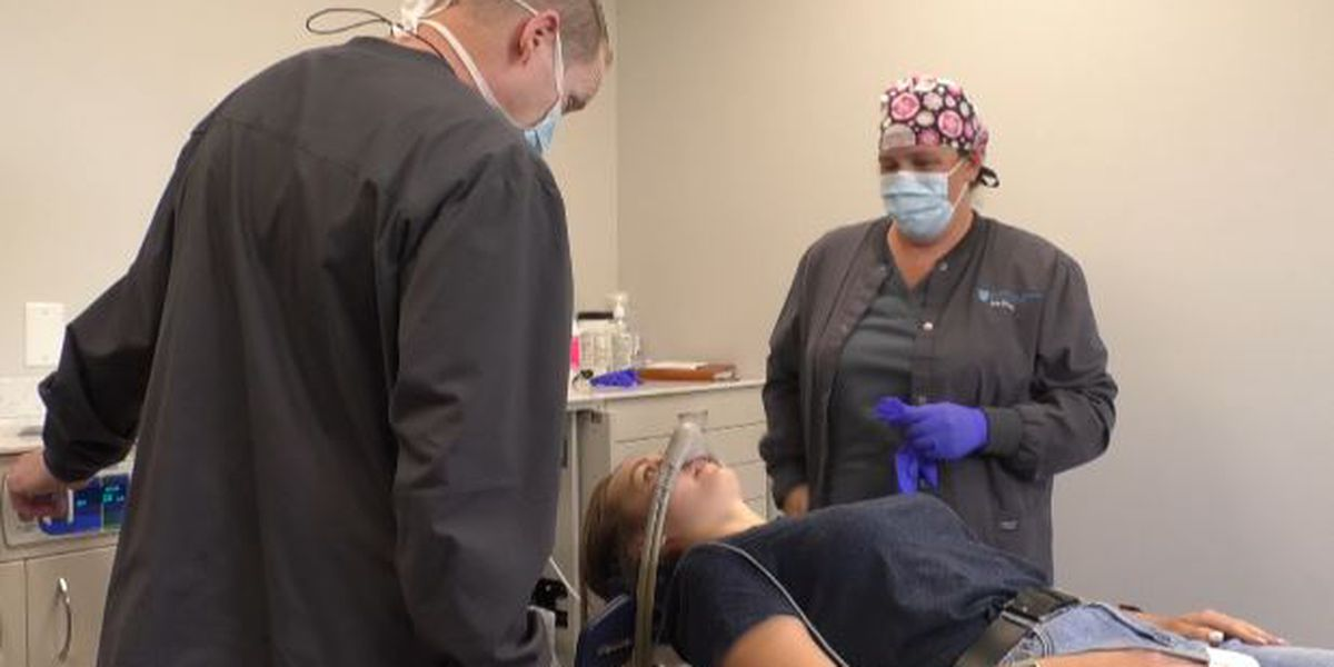 Oral surgeon removes student's wisdom teeth for free