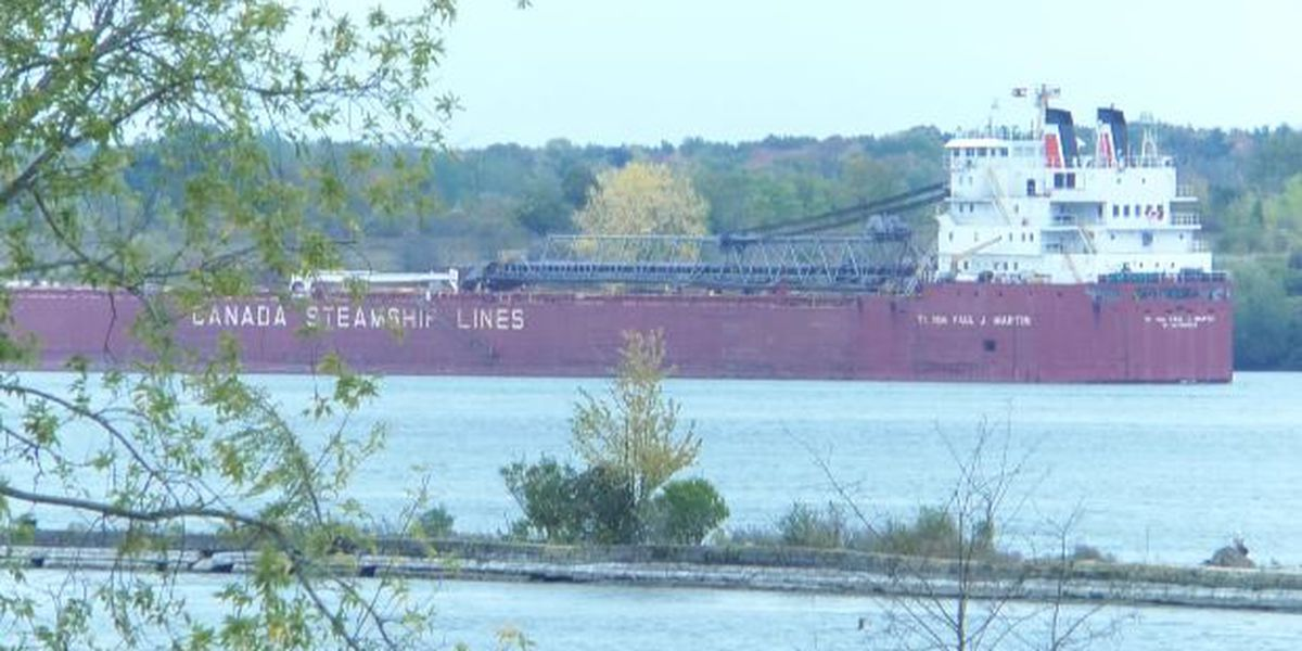 Ships allowed past vessel grounded in St. Lawrence River