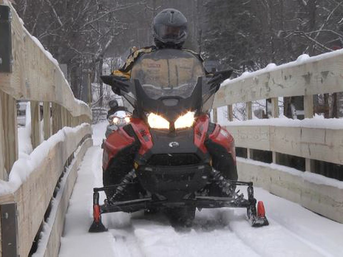 Cuomo announces free snowmobile weekend to out of state riders