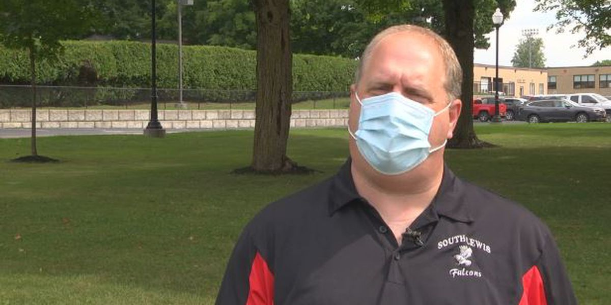 Local teacher agrees with making mask-wearing mandatory at schools at all times