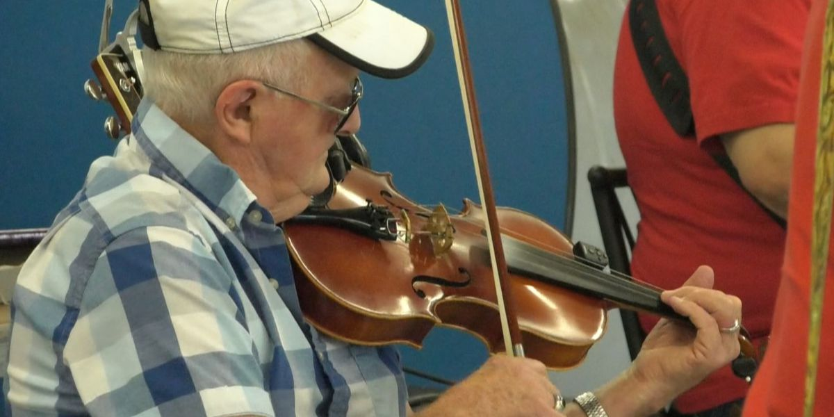 Fiddling and dancing in Hammond