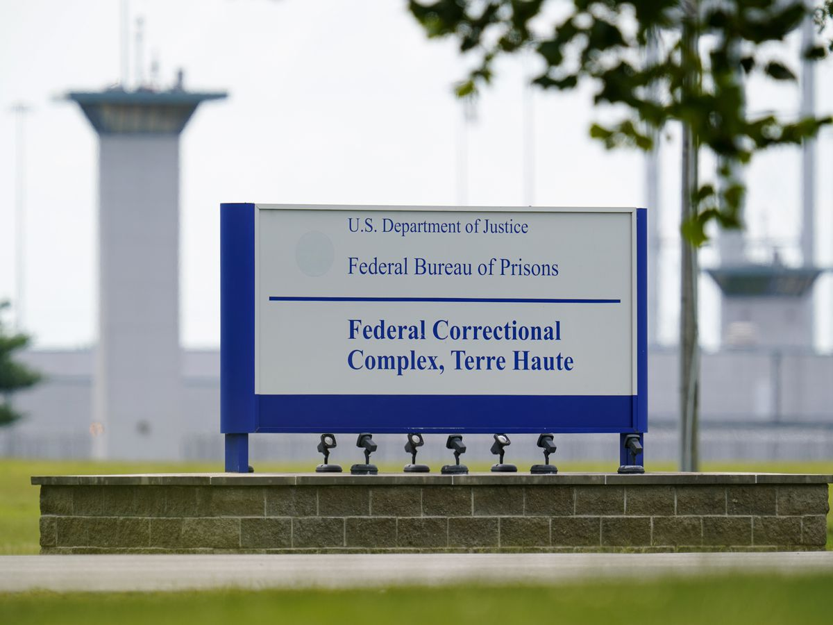 Feds withheld info on virus cases following executions