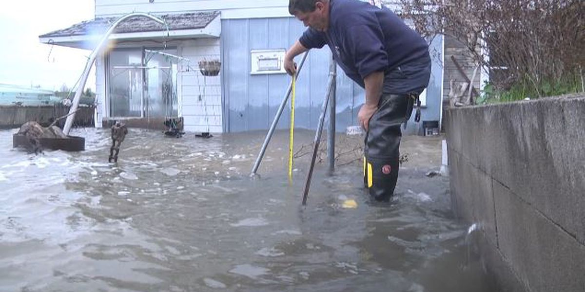 Waterfront communities pitch ideas to deal with future flooding