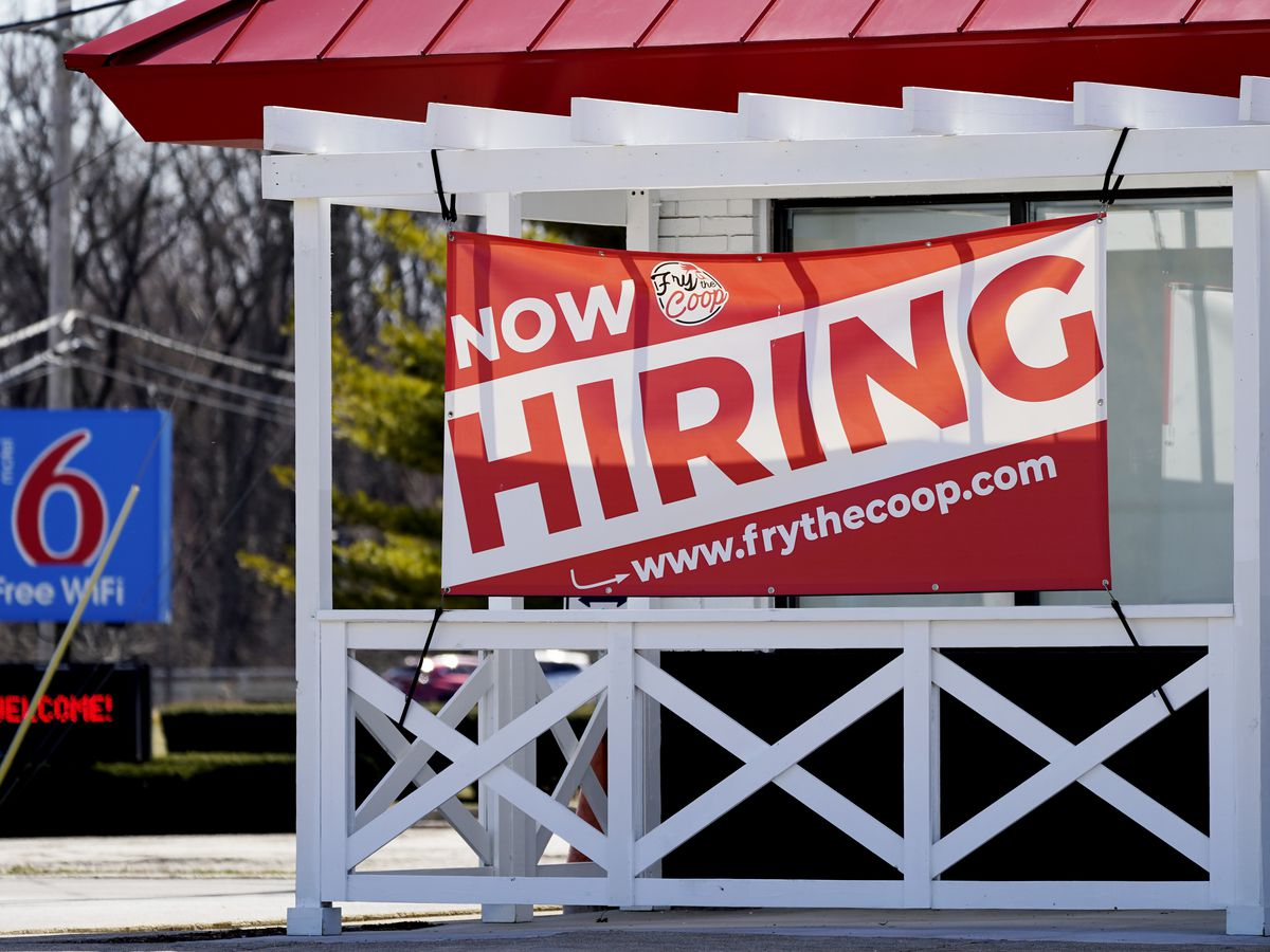 US jobless claims plunge to 576,000, lowest since pandemic