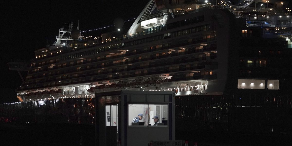 Passengers depart docked ship after virus quarantine ends