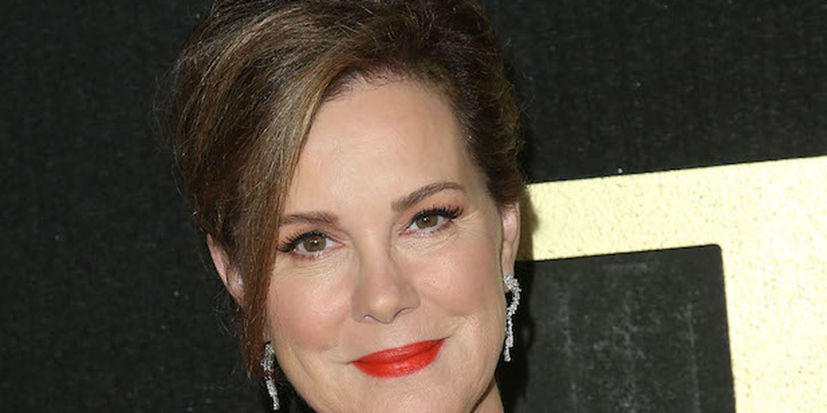 Elizabeth Perkins Joins Denis Leary for Fox Limited Series