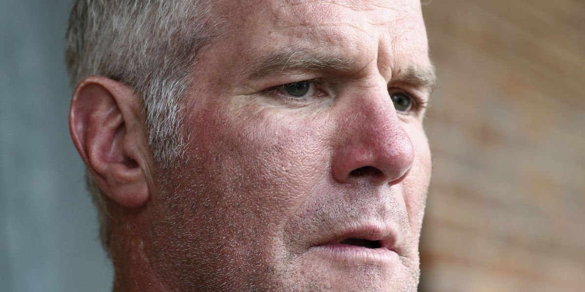 Brett Favre repaying $1.1 M for no-show speeches, auditor says