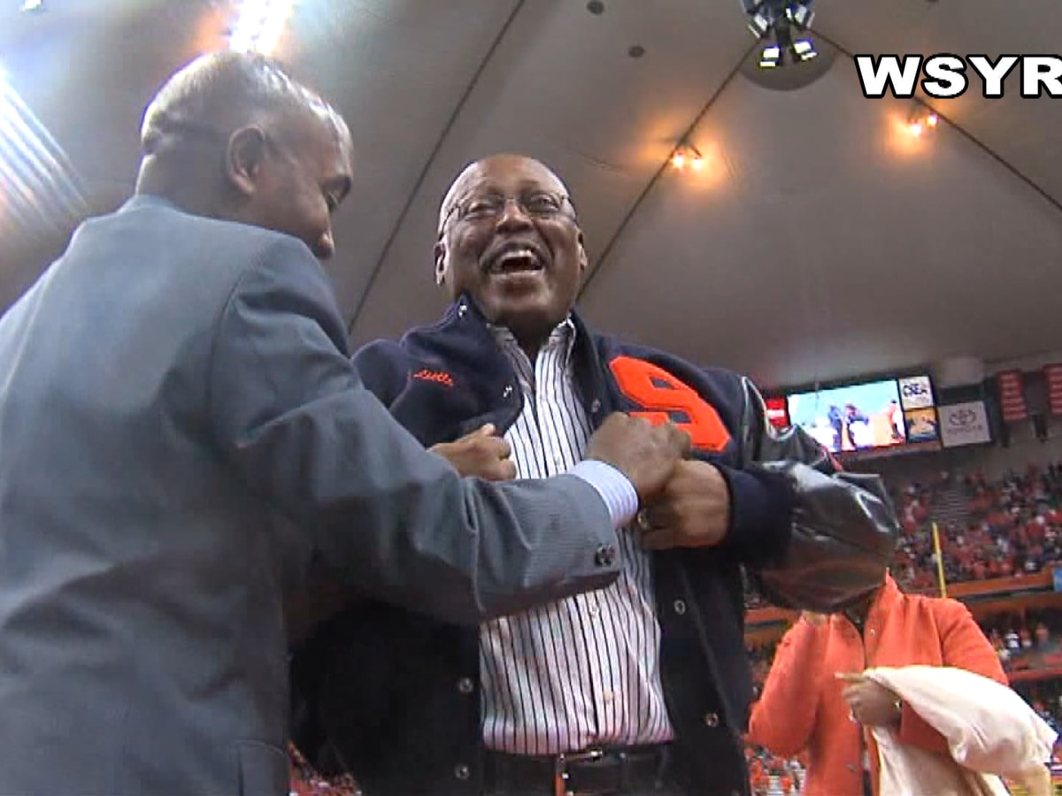Sunday Sports: Former SU Football teammate reaching out, helping Floyd Little