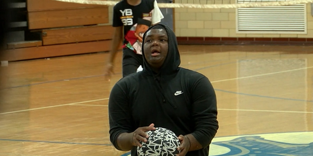 This seventh grader without legs is a basketball phenomenon