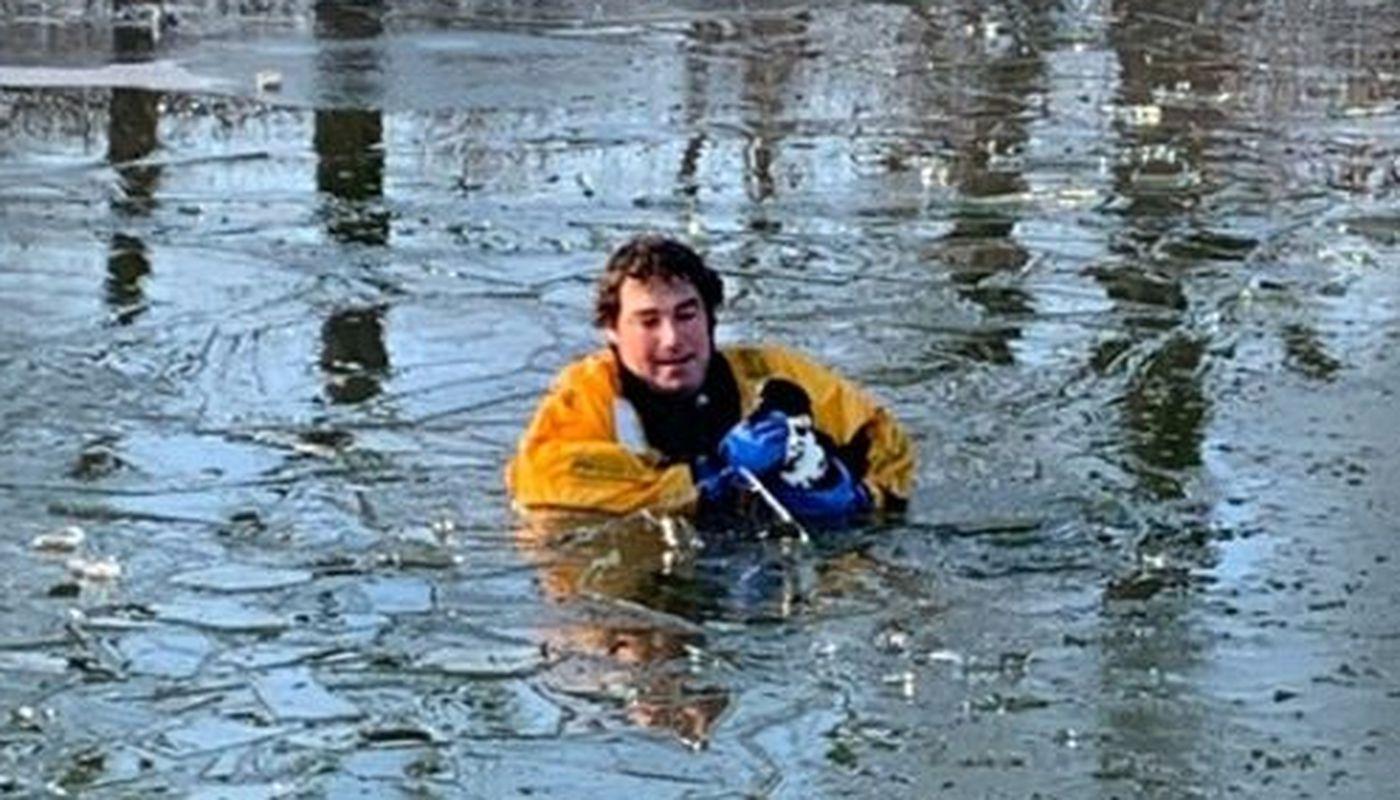 Firefighters rescue duck frozen in Iowa lake