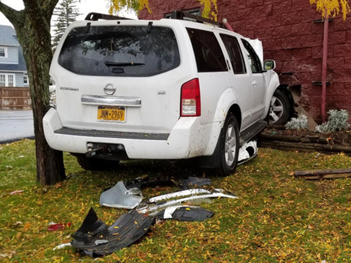 Vehicle crashes into Watertown FastLube