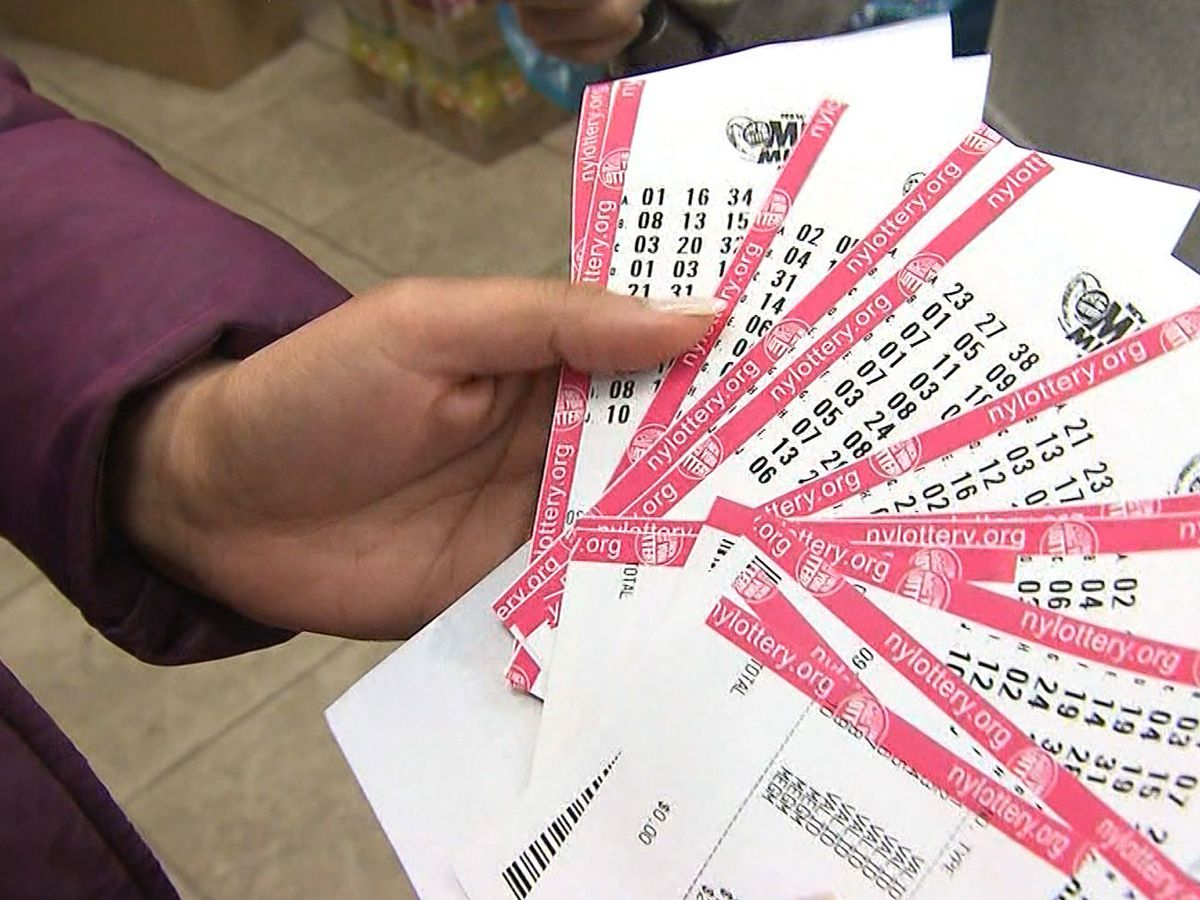 No winner of Mega Millions $750M; Powerball drawing Saturday