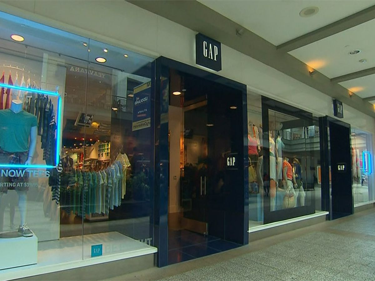 Gap to close about 350 stores by 2024