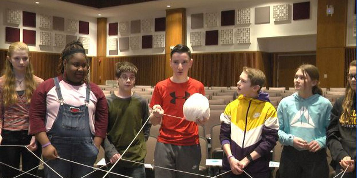 Middle school students learn about including others