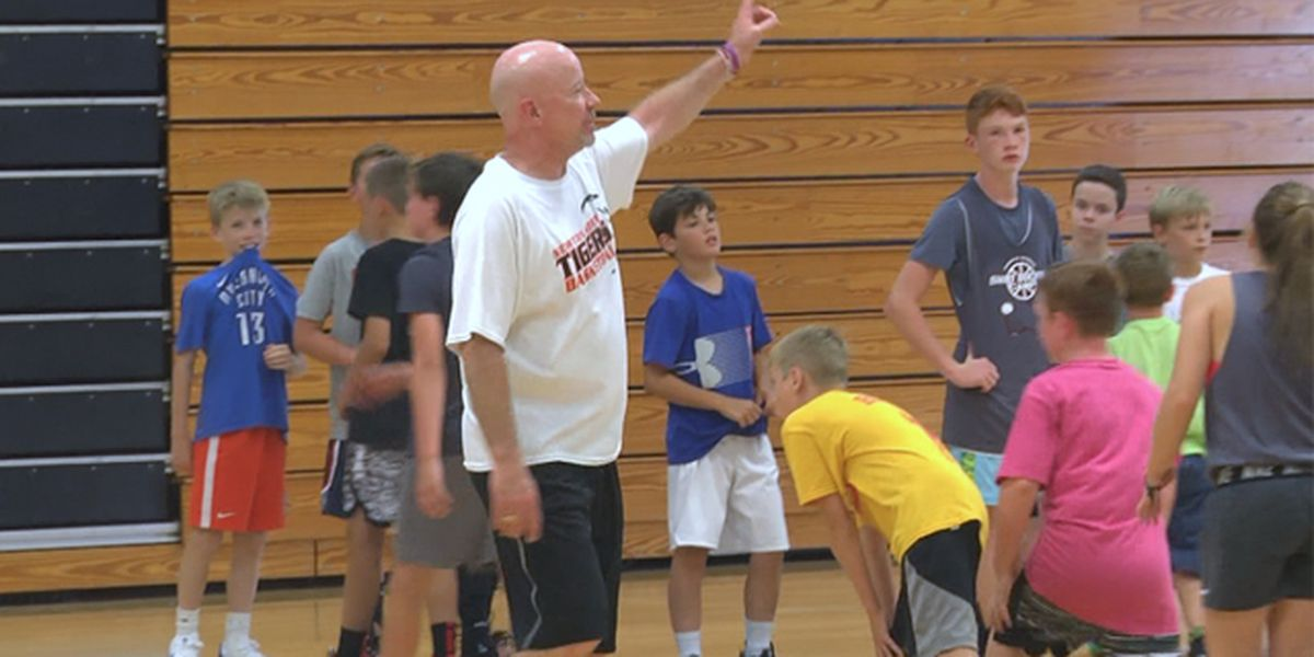 The 'Doctor' is in at basketball clinic