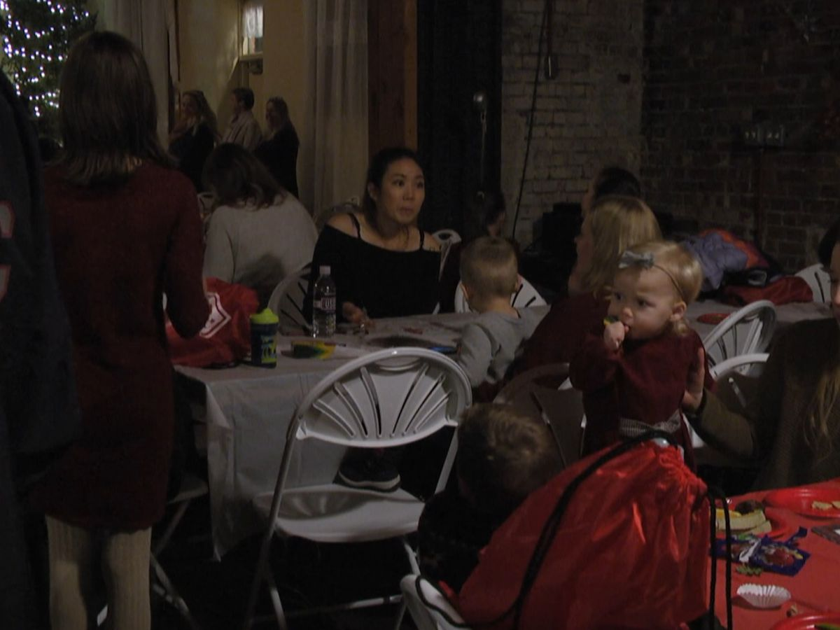 U.S.O. holiday party connects military families